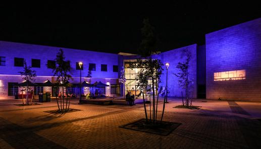 מרכז תרבות חריש בלילה