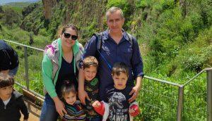 נלי ברוורמן ומשפחתה