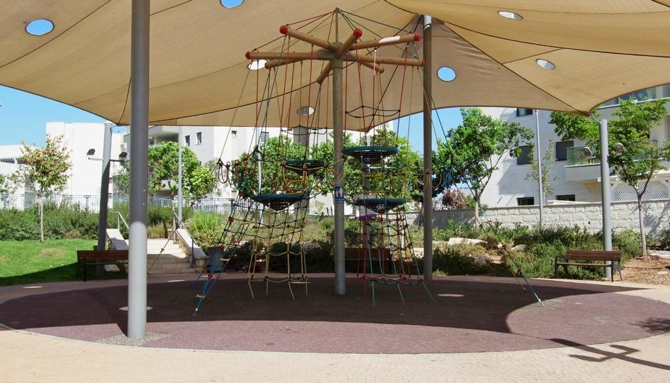 גן משחקים יחיד ברחוב ברוש אורן גינת משחקים