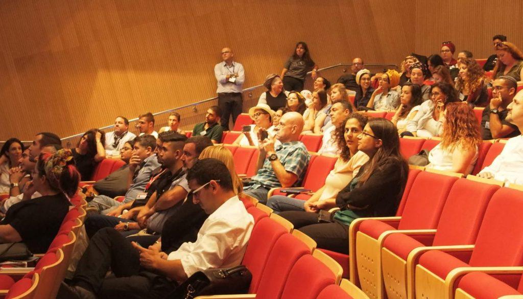 קהל בועידת העסקים