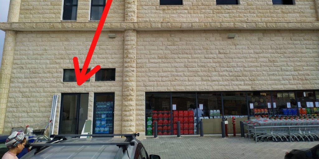 מעיין 2000 דלת כניסה לקומה 2
