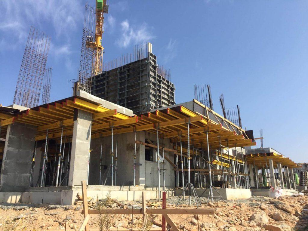 בנייה בחריש