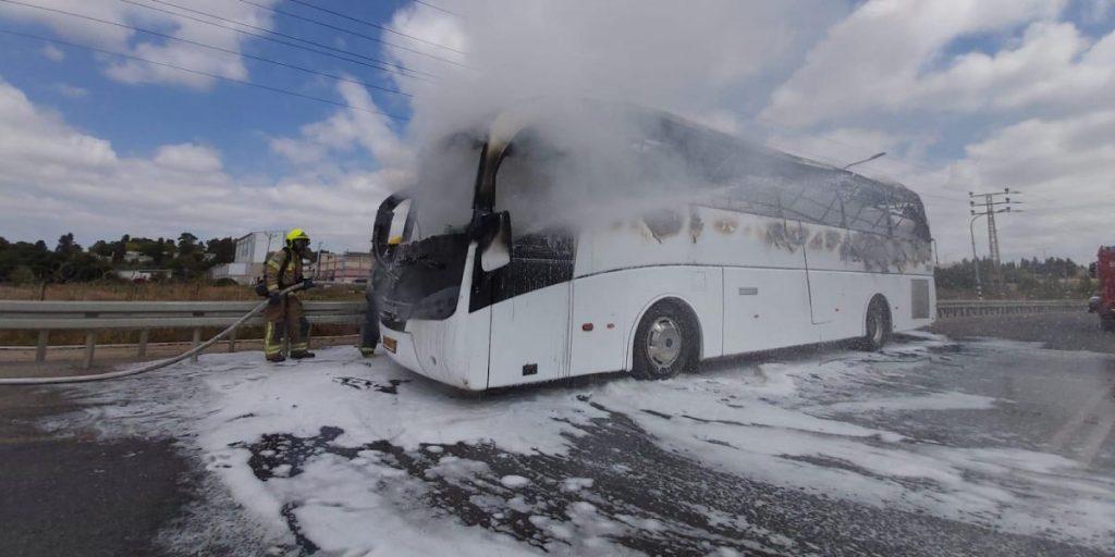 """אוטובוס שרוף צילום כב""""ה"""