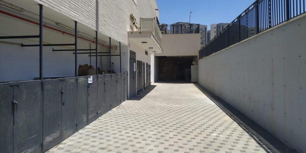 כניסה לחנייה המקורה בר סנטר