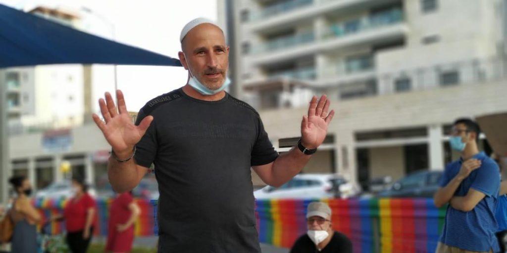 """משה בן זיקרי להט""""ב הפגנה"""
