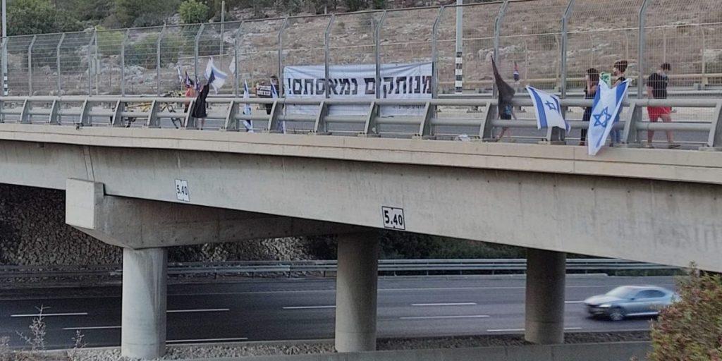 הפגנת מחאה גשר כביש 6