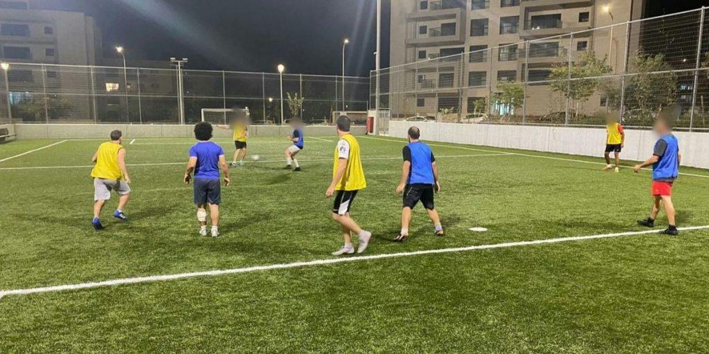 """קבוצת """"שלישי בכדורגל"""", שיחקה במגרש ביום שני האחרון. צילום: גבריאל פינקלשטיין"""