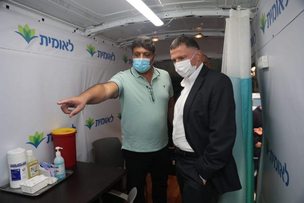 השר יולי אדלשטיין בביקור בקופת חולים לאומית