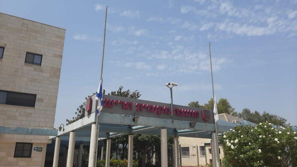 דגל בחצי תורן עיריית חריש
