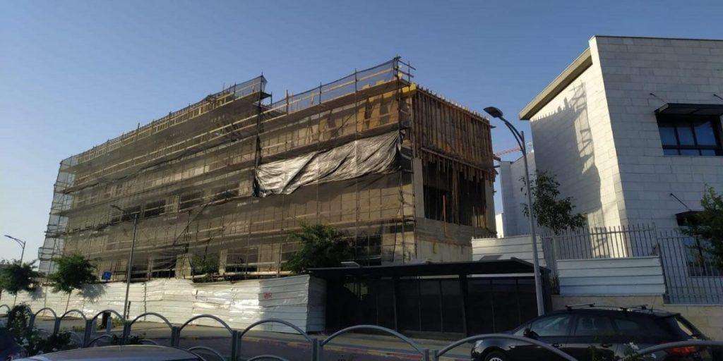 תלמי הדר בנייה בבית הספר