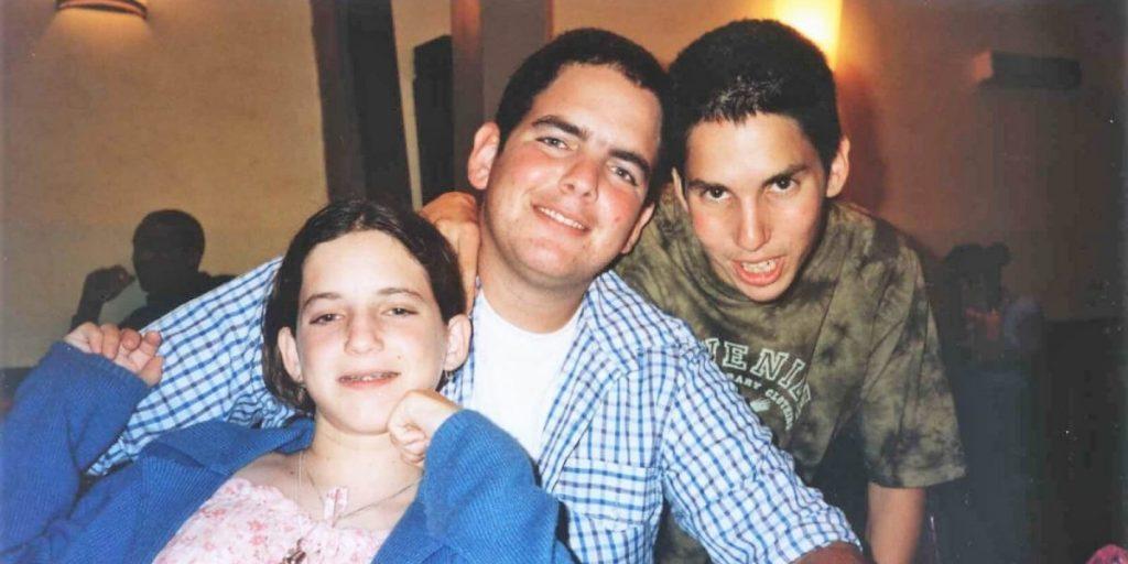 """משמאל: רעות ז""""ל יחד עם אחיה נתן ומנור"""